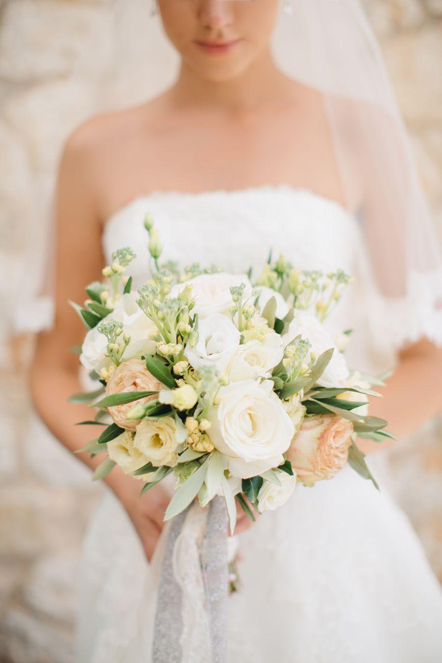 Romantic Yellow Infused Greek Wedding | Wedding Bouquets