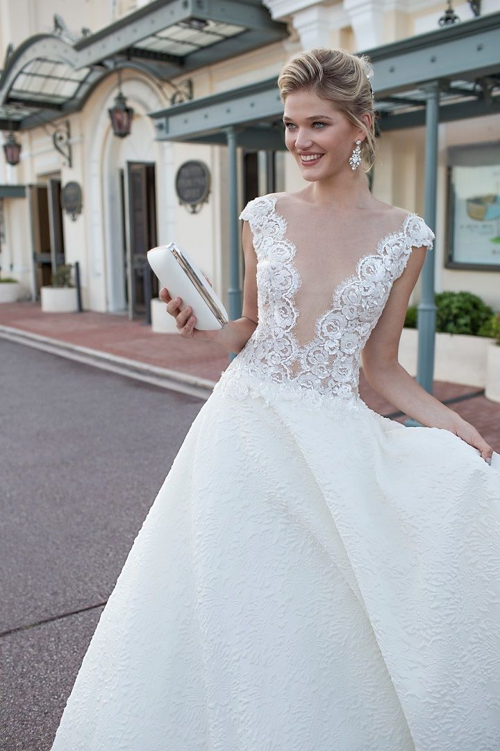 Capsleeve wedding dress with deep v-back | fabmood.com #weddingdress #weddingdresses #bridalgown #weddinggown #weddinggowns
