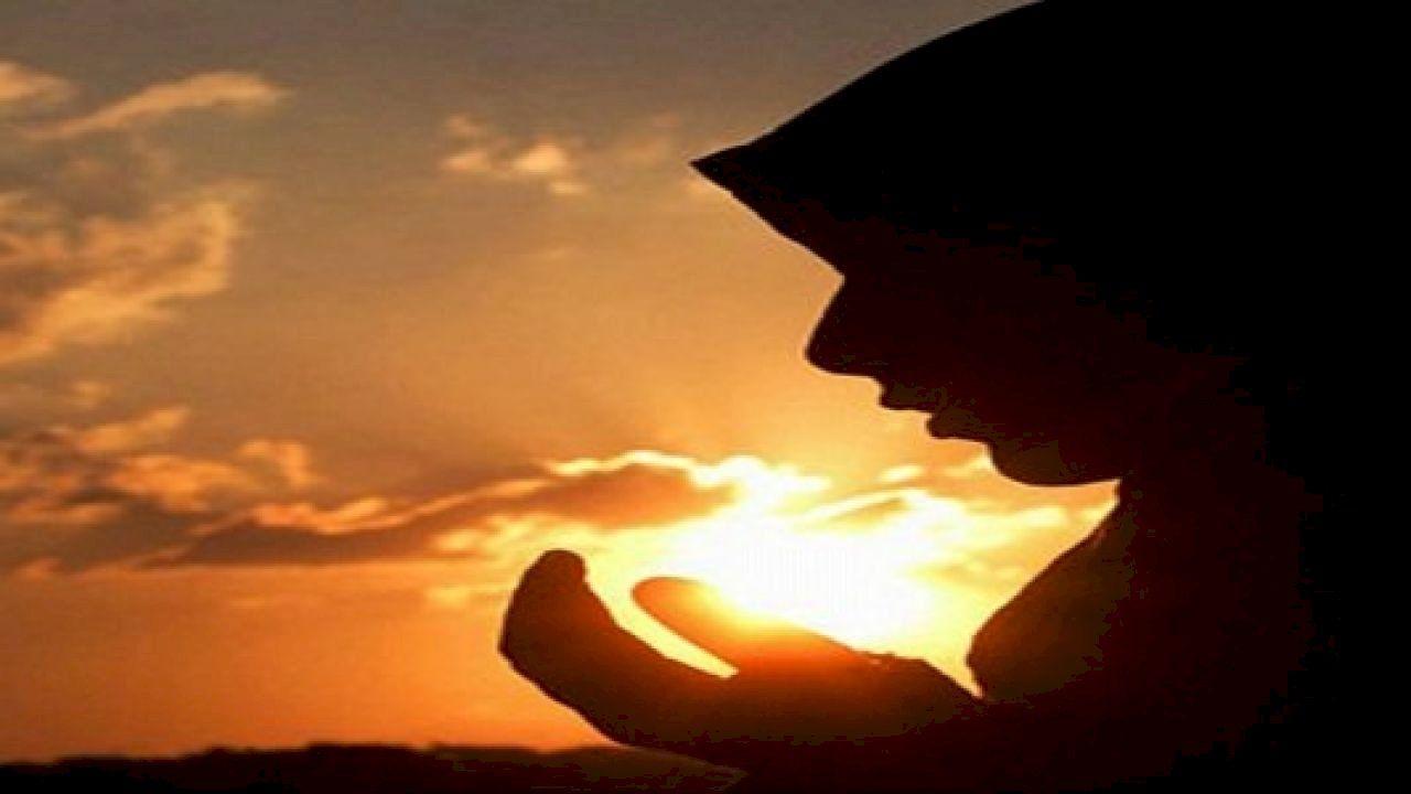 ما هو نصيب الزوجه من الميراث Prayer Art Black Woman Silhouette Prayer Hands