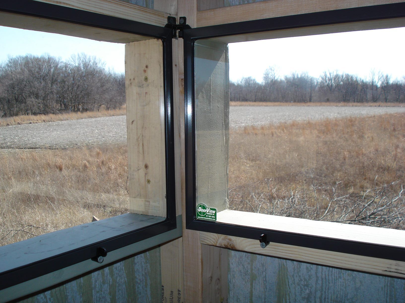 Hinge window 2 deer hunting pinterest view source for Inside deer blind ideas