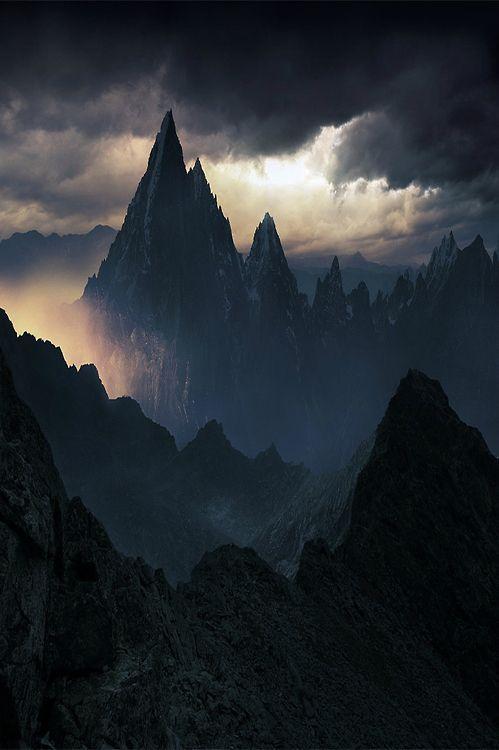 Beleza misteriosa das formações triangulares piramidais...