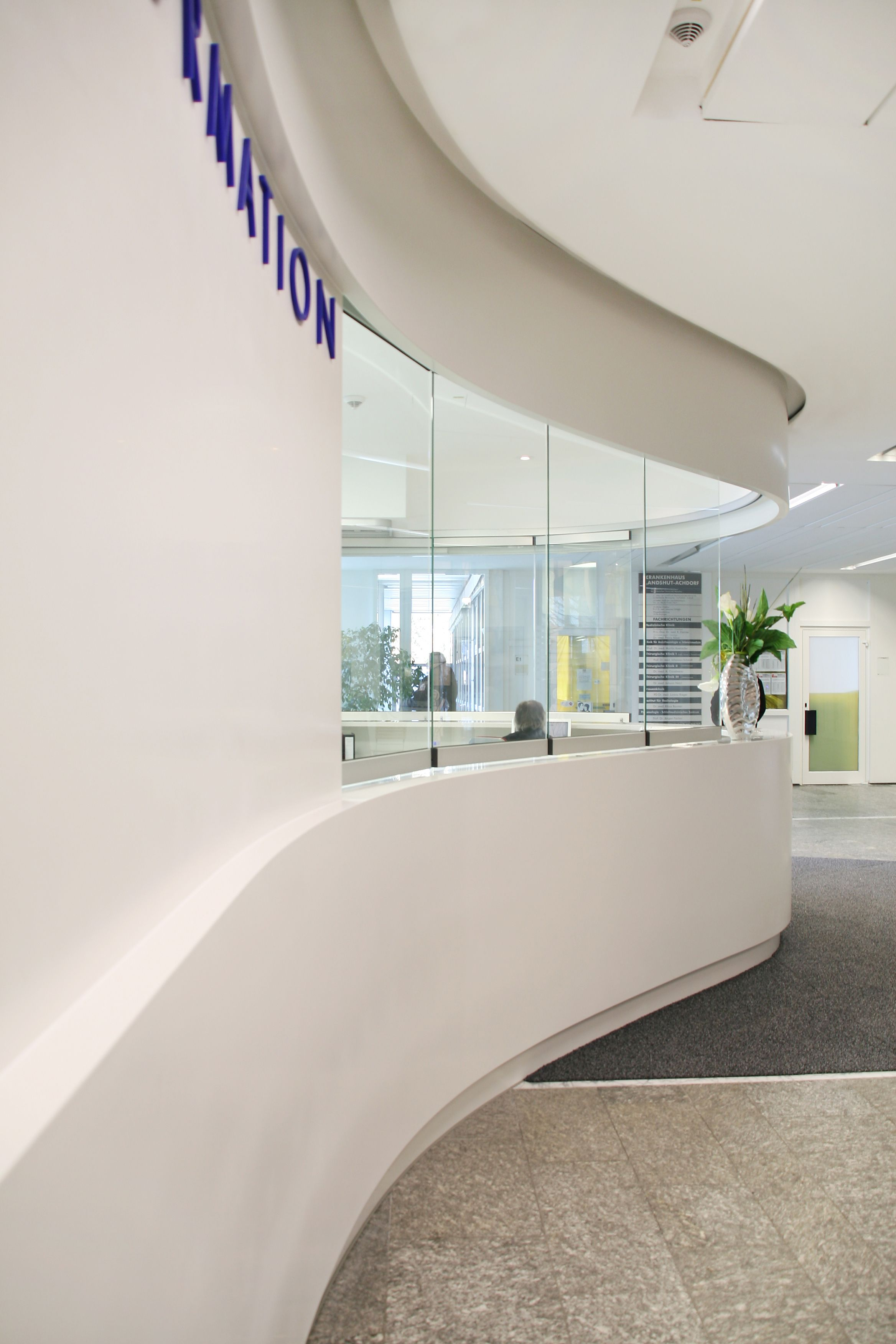 In the Landshut Clinic, the XXL reception desk was manufactured in a ...
