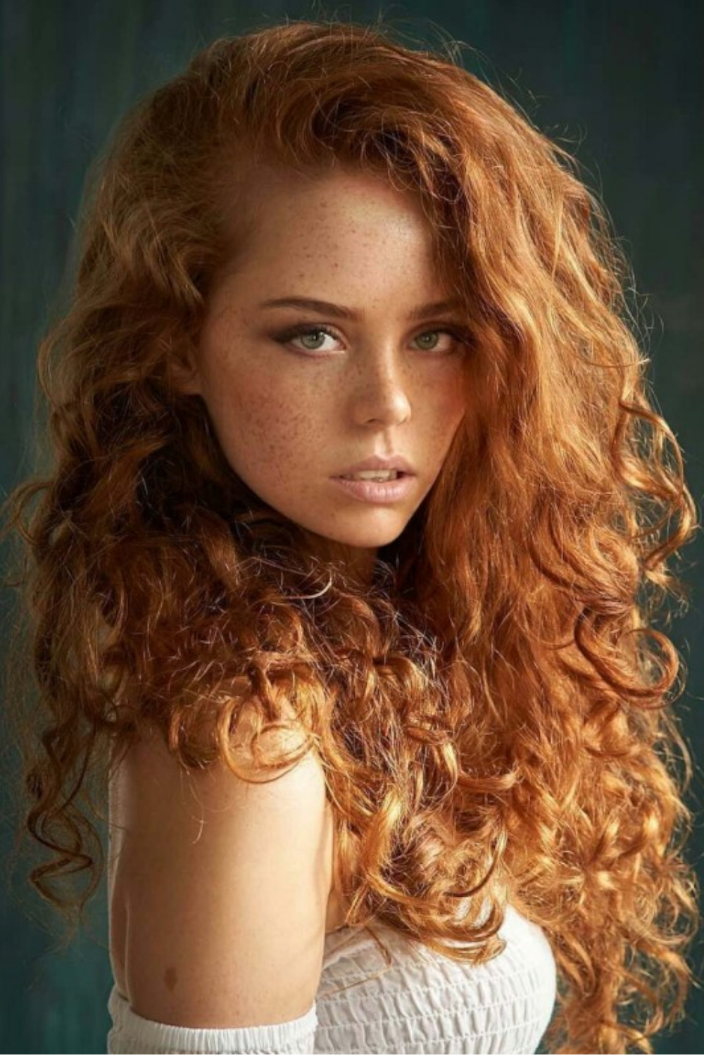 Red Hair Girl In 2020 Frisuren Fur Rothaarige Balayage Frisur Sommersprossen Madchen