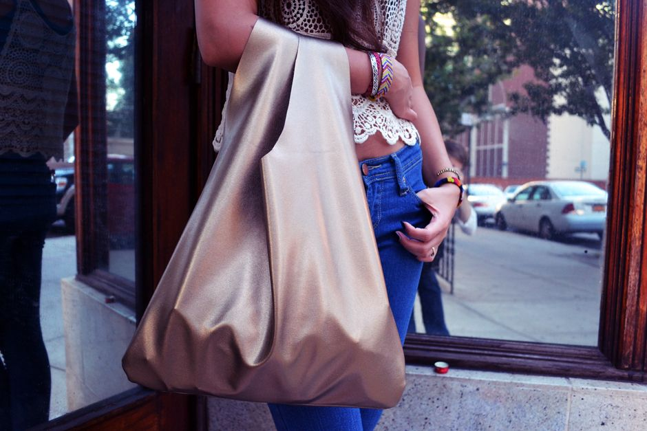 Not Quite a REfashion, but a starting point idea... All The Good Girls Go To Heaven: ☩DIY☩ 30 Minute Tote