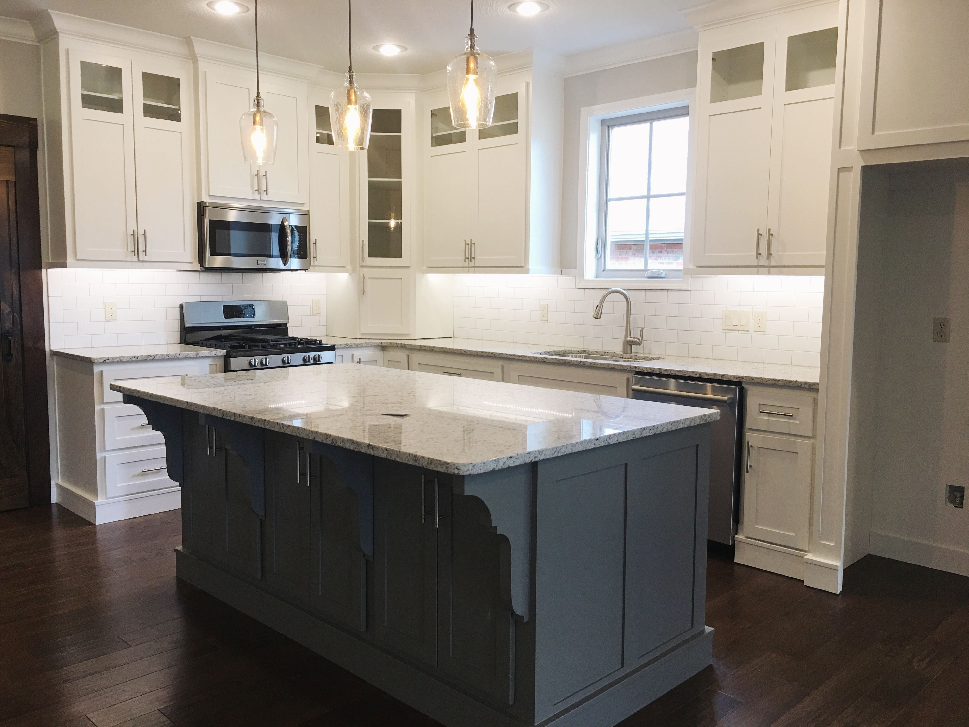 Best Farmhouse Kitchen With Painted Cabinets Sherwin Williams 400 x 300