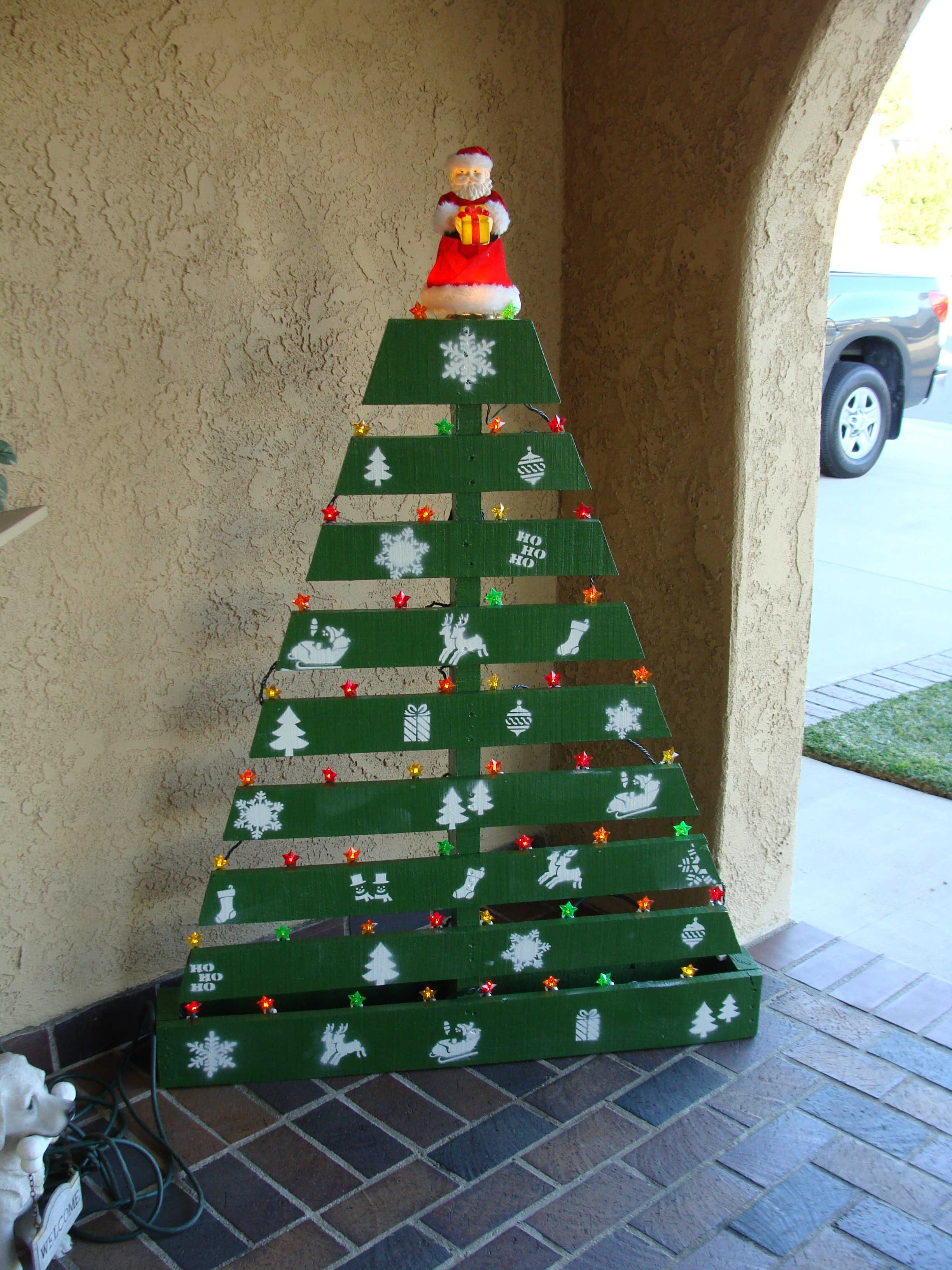 Pallet Christmas Tree   Christmas art, Pallets and Pallet crafts
