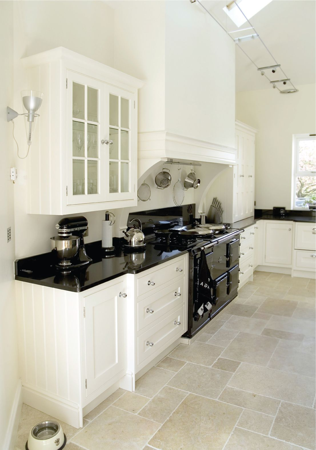With a modern black painted finish complimented by a