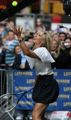 Maria Sharapova had a tennis match with David Letterman on the street outside the show's studios in New York #tennis