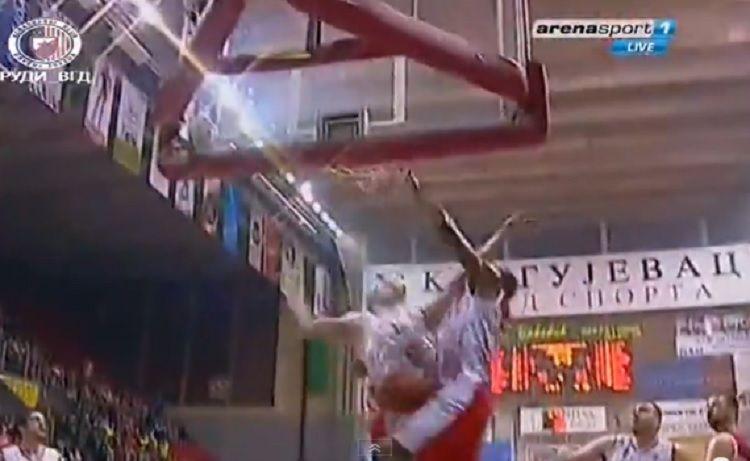 Este tipo tiene muelles. Mira el matazo a una mano de DeMarcus Nelson en Serbia (Vídeo) - @KIA en Zona #baloncesto #basket #basketbol #basquetbol #kiaenzona #equipo #deportes #pasion #competitividad #recuperacion #lucha #esfuerzo #sacrificio #honor #amigos #sentimiento #amor #pelota #cancha #publico #aficion #pasion #vida #estadisticas #basketfem #nba