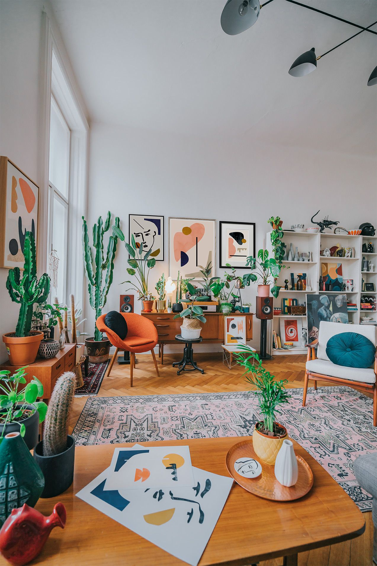 Minimalist art prints and paintings by Jan Skacelik inside of his mid-century boho interior, with a nice old furniture, rugs, and urban jungle #interiordesign #midcenturymodern #abstractart
