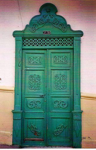Puerta en entrerr os door in entrerr os balcones for Puertas coloniales antiguas