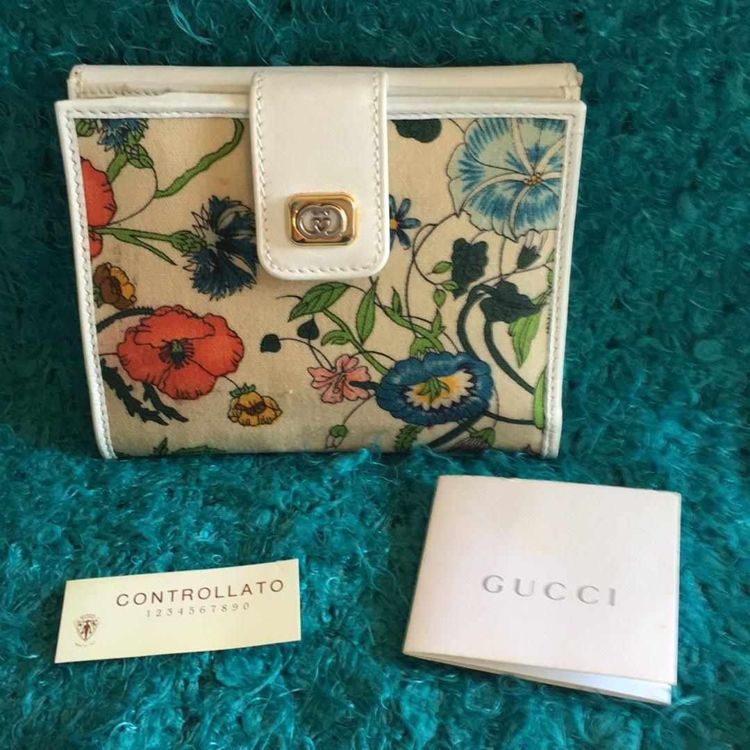 1437aaff5d6f Gucci Flora Flower Wallet. Free shipping and guaranteed authenticity on  Gucci Flora Flower Wallet at Tradesy. Rare Find! Pre-loved gently carried  vintage ...