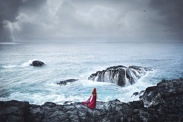 Pensive Figures Wander Through Natural Backdrops in Stunning Moments of Self-Reflection - My Modern Met