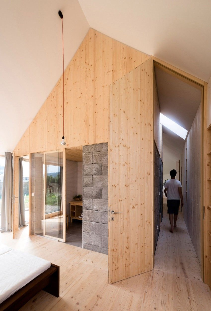 Martin Boles Architect Design A Versatile Private Residence With A Wooden Interior
