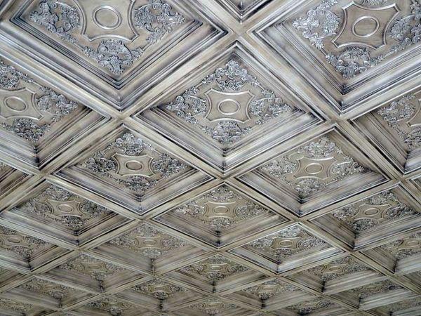 Styropor Deckenplatten Originelle Und Erschwingliche Ideen Fur Die Deckengestaltung Deckenarchitektur Deckengestaltung Deckenplatten