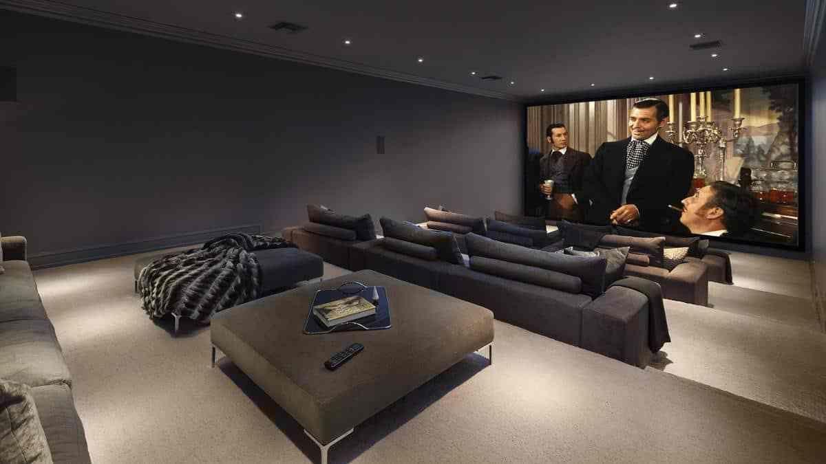 Chequea La Mega Mansión De 25 5 Millones De Floyd Mayweather En Beverly Hills California Sala De Cine En Casa Decoración De Cine En Casa Sala De Ocio
