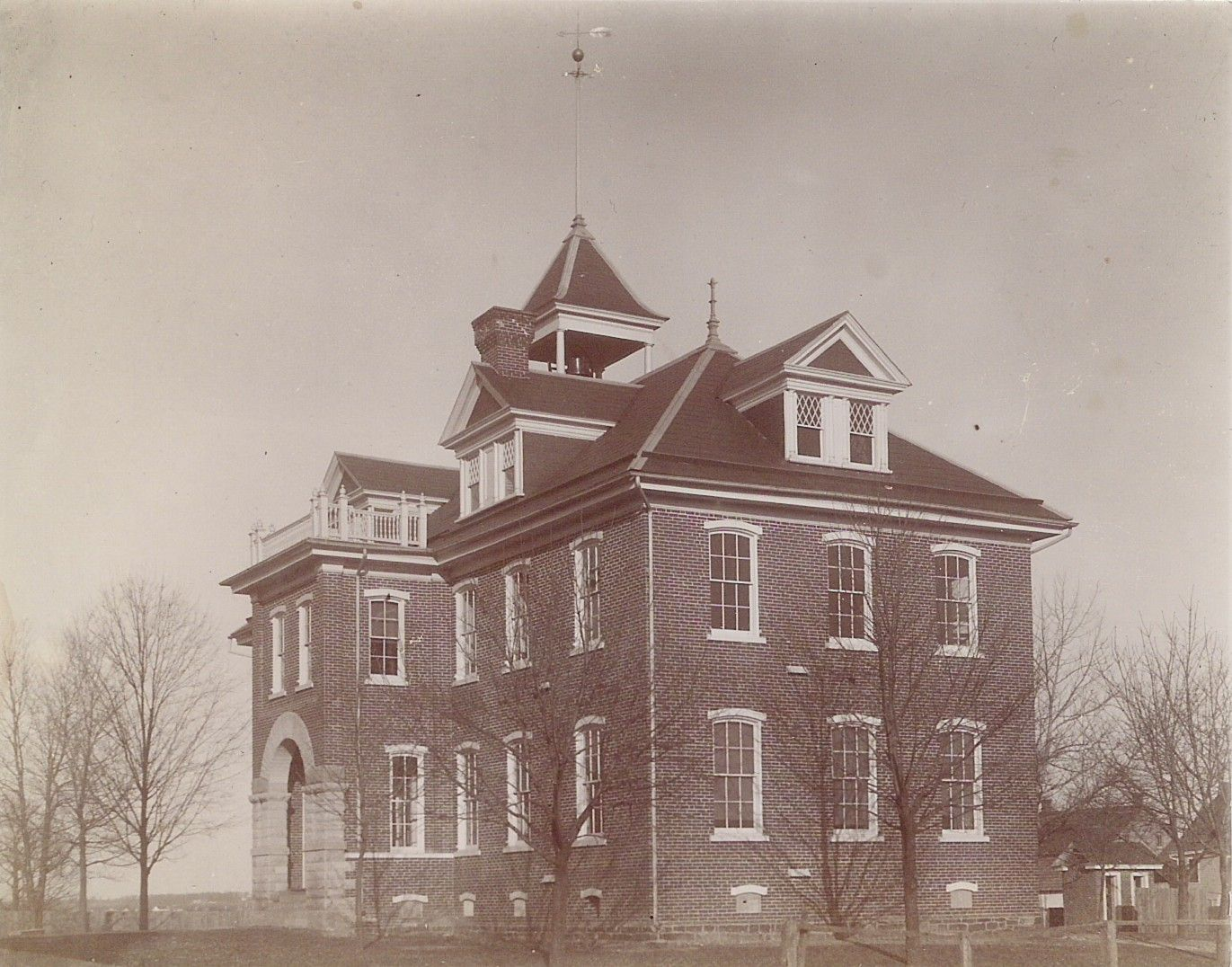 We See A Photo Of The Sellersville Public School Building Taken By Joseph W Daub Of Sellersville Ci Elementary School Students Public School School Building