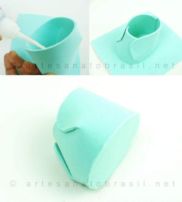 Como fazer lembrancinha de Sapatinho de EVA passo a passo. Estes sapatinhos de EVA são uma ótima opção simples e barata para lembrancinha de Maternidade!