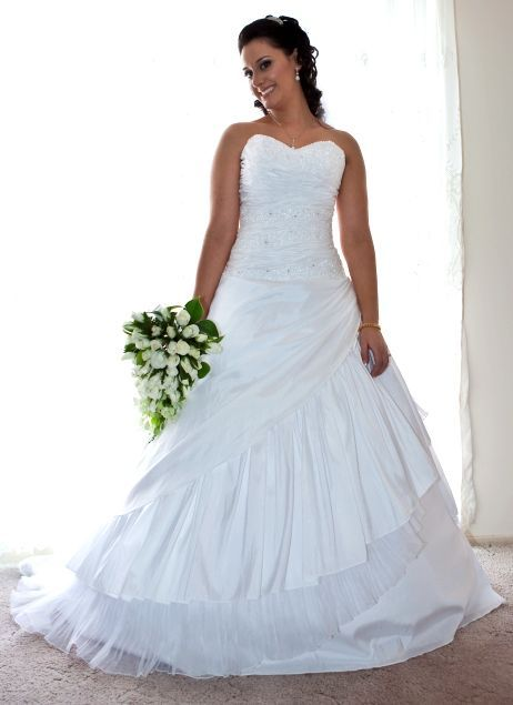Strapless, Size 12 Wedding Dress | Veil, Wedding dress and Gowns