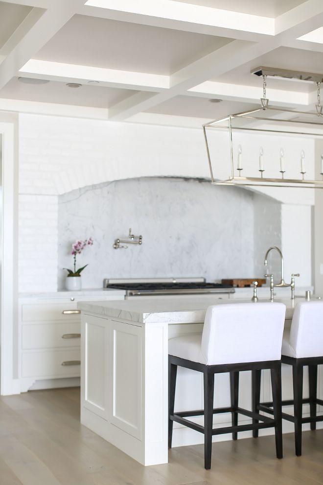 benjamin moore decorators white benjamin moore oc 149. Black Bedroom Furniture Sets. Home Design Ideas
