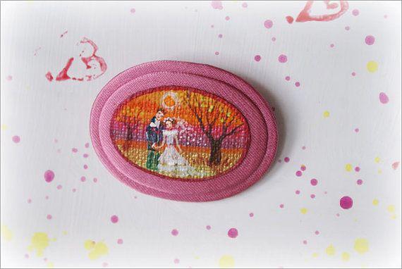 Broche, MINIATURE, CAMEO, couleur rose, photo miniature, peints à la main avec des peintures acryliques, Unique, jeune couple, arbre,