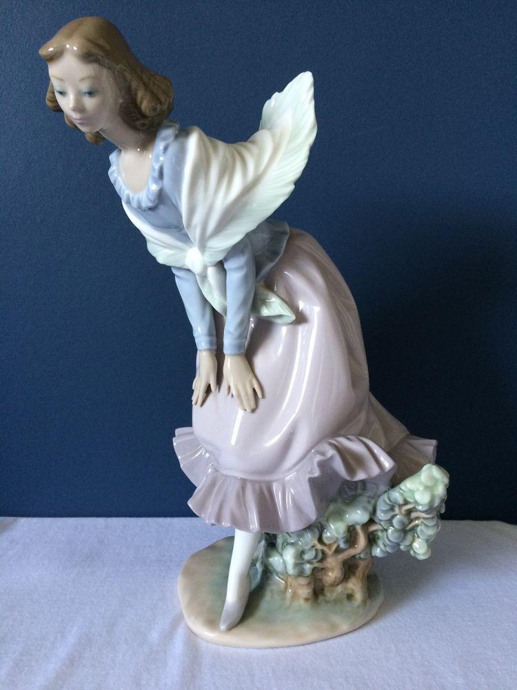 Lladro Figurine Girl Bending #5061