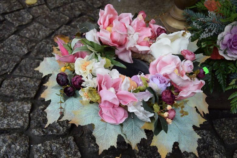 Wszystkich Swietych 2018 Wiazanki Stroiki Dekoracje Jak Ozdobic Groby Na Wszystkich Swietych Wreaths Floral Wreath Floral