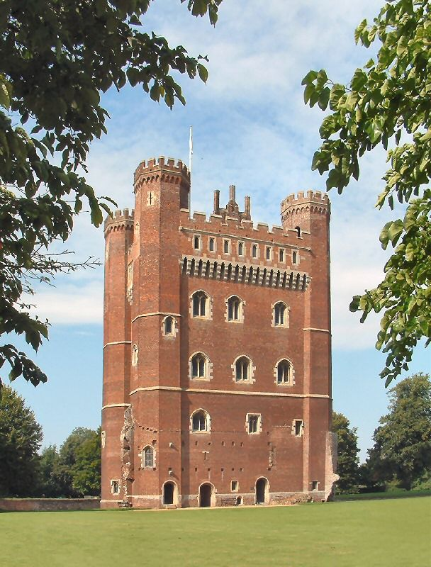 Tattershall Castle Is One Of A Complex Of Buildings Built By Ralph Lord Cromwell In The Late 15th Century And Which Also Castles To Visit Castle Lincolnshire