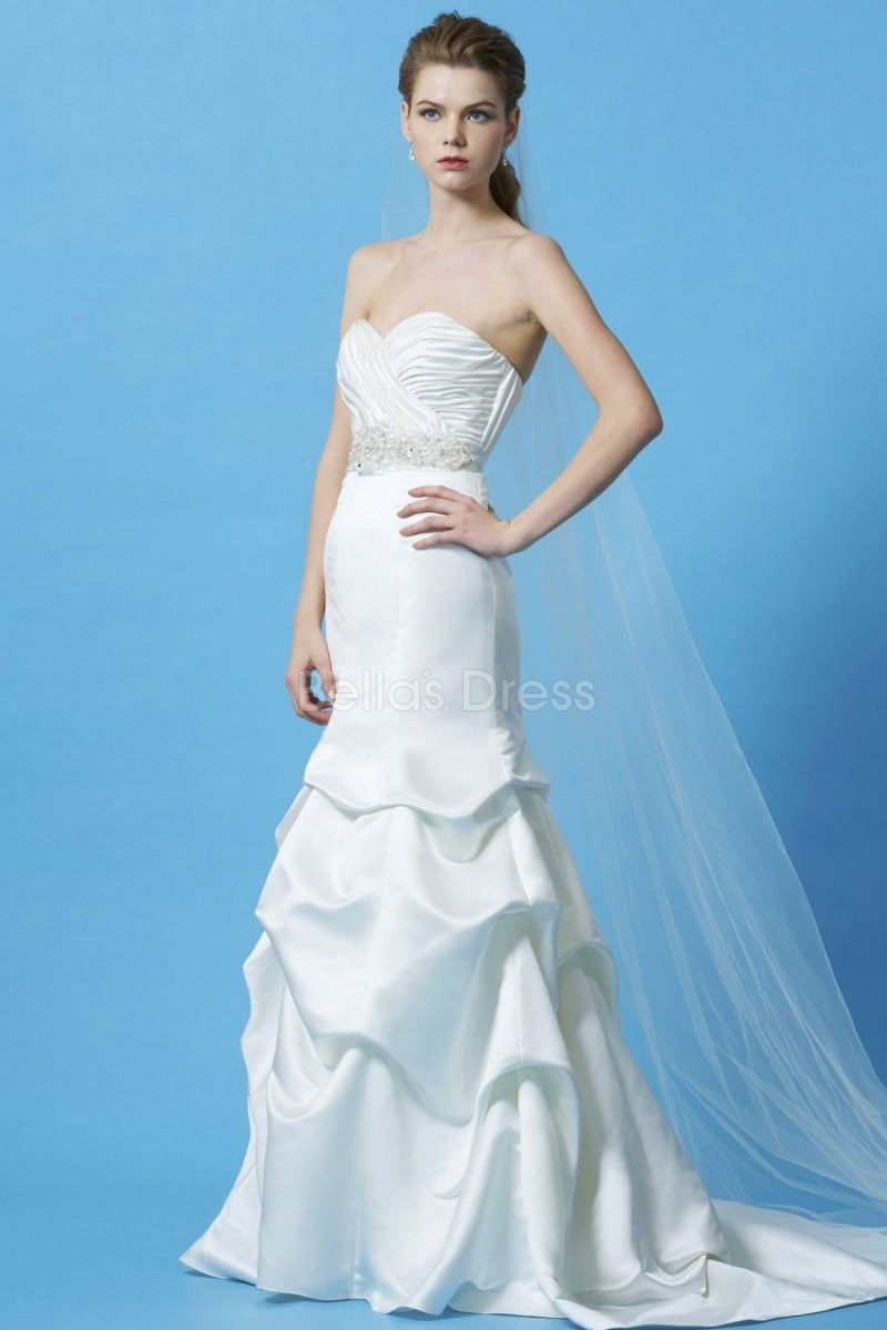 Classic sweetheart fit n flare chapel train satin bridal gowns with