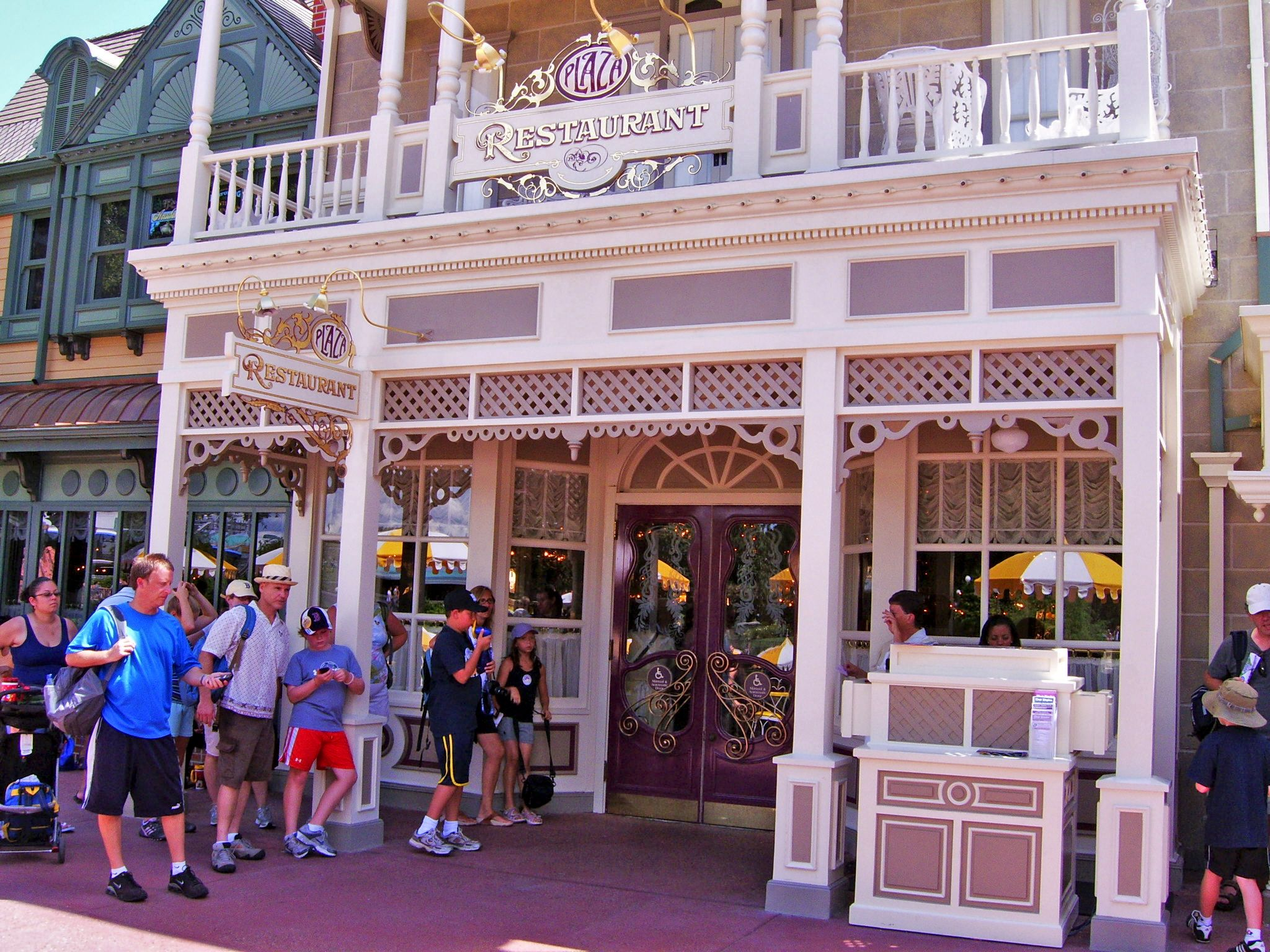 Restaurants Wdw Around The World Plaza Restaurant Facts