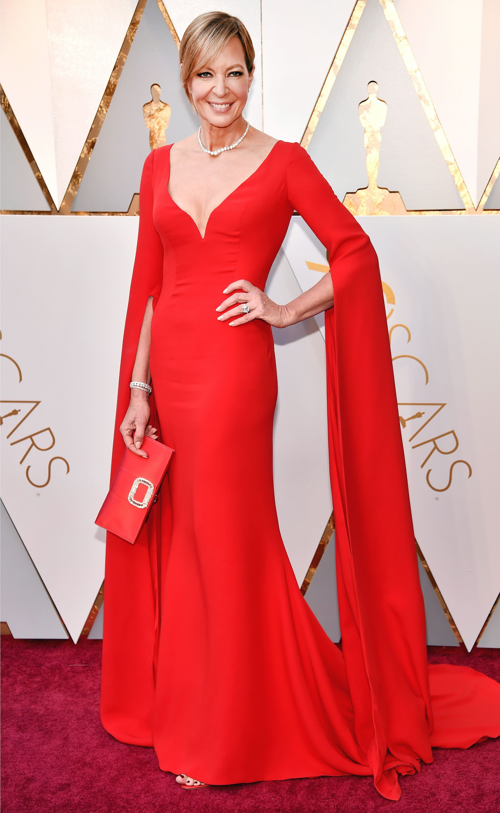 Allison Janney Wears More Than 4 Million Worth Of Jewelry To The Oscars I Feel Incredibly Special Red Carpet Oscars Red Carpet Dresses Oscars Red Carpet Dresses