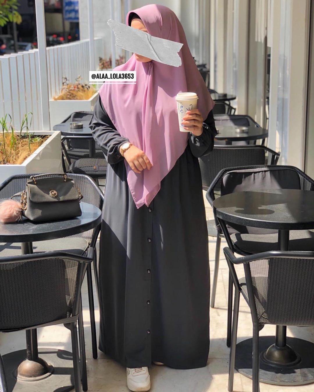 190 Likes 0 Comments Alaa Doaa Design Twinz Shop1 On Instagram متوفر الآن جلباب كود ١٦ بلون رمادي واسود للط Street Hijab Fashion Street Hijab Fashion