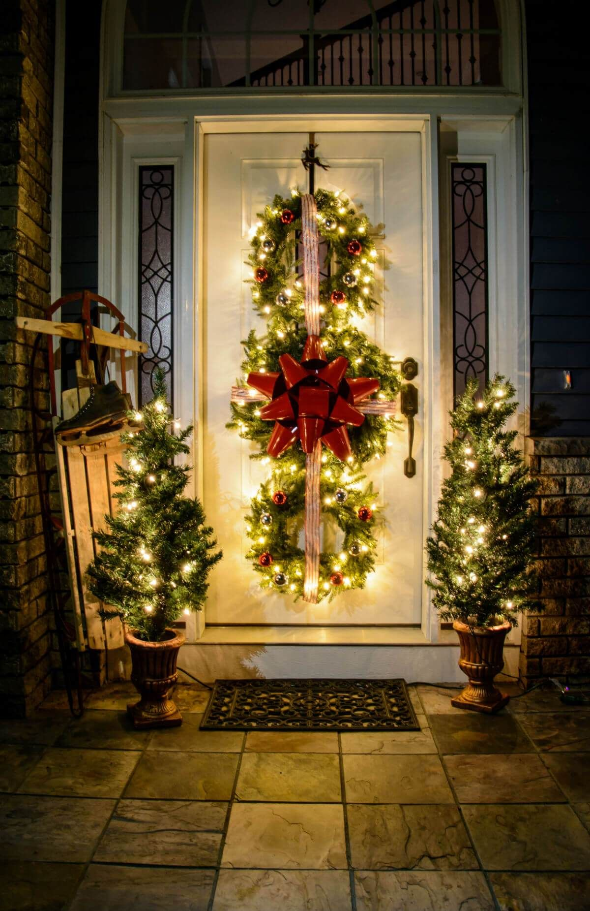 Outdoor Christmas Decorations Ideas 2019.20 Best Christmas Door And Window Lighting Decorating Ideas