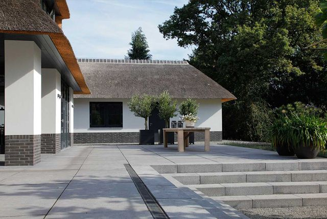 Sierbestrating - voor tuin en terras   KPS Delft Oudhollndse tegel 100x100 en traptrede