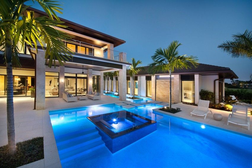 Exclusive Private Residence In Florida By Harwick Homes プールの