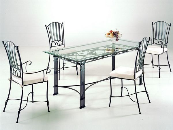 Ensemble table et chaises en fer forg clarisse tables for Meuble salle a manger fer forge