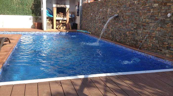 Piscina de obra con surtidor piscinas pinterest - Piscinas elevadas de hormigon ...