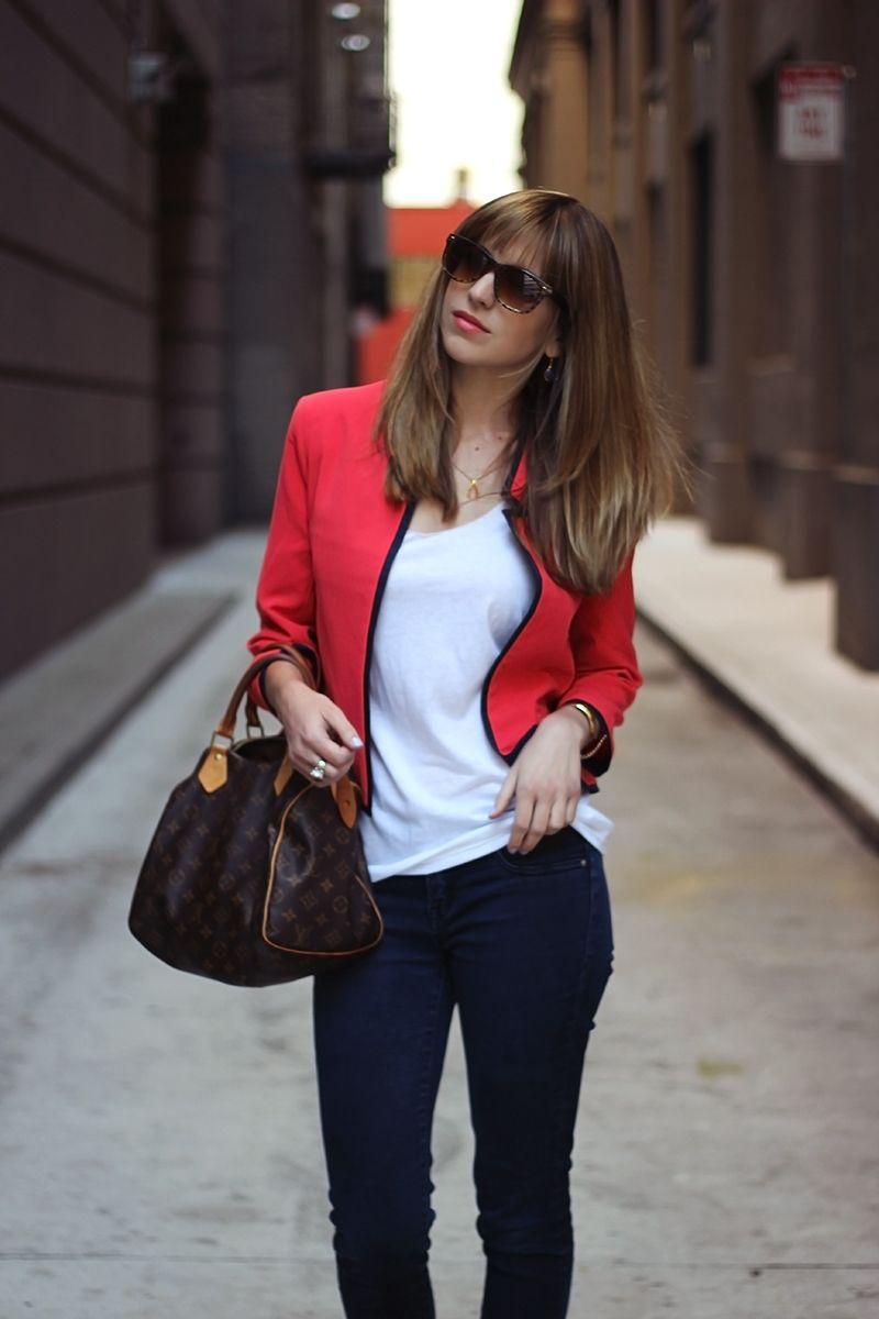 casual blazer and jeans look. perfect for Friday at the office!