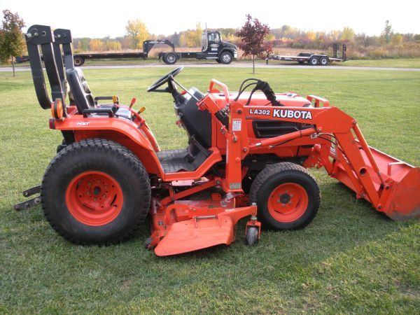 10500 Kubota B2410 Compact Tractor W Loader And Mower Deck Tractors Compact Tractors Lawn Equipment