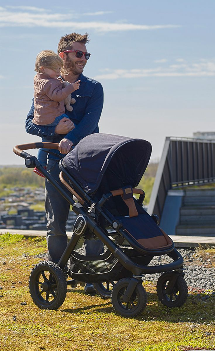 Wow what a beautiful day! • • •  This NXT90 is shown in the Outdoor Navy color. Find your closest retailer and see it in stores! #emmaljunga #NXT90 #nxt90 #stroller #kinderwagen #barnvagn #cochecitos #pregnant #gravid #schwanger #dad #pappa