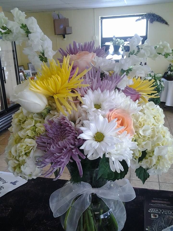 Medium Arrangement With Daisies Spider Mums Roses Snapdragon Hydrangea Flower Delivery Flower Arrangements Flowers