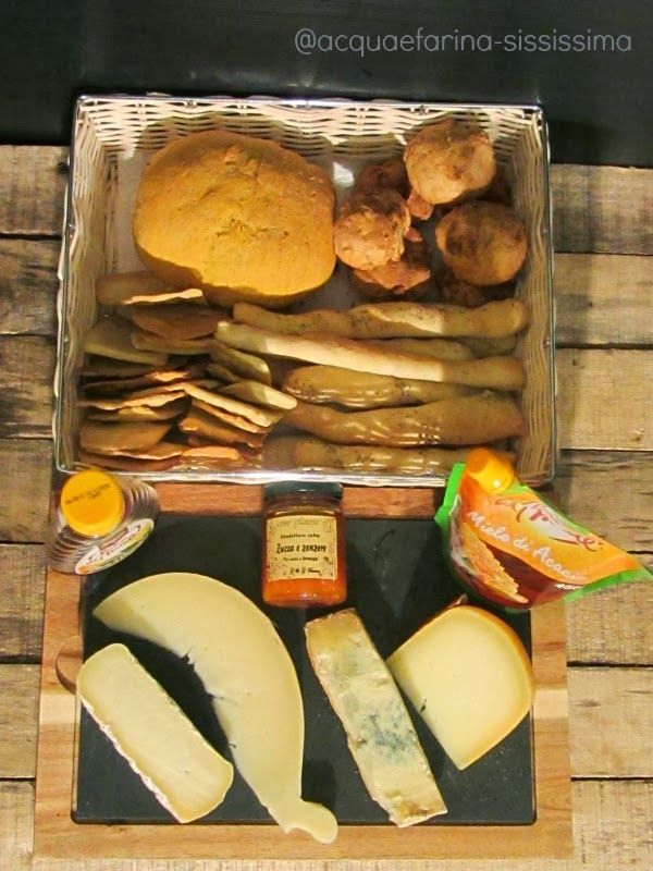 acqua e farina-sississima: degustazione di formaggi con pani, mieli e confett...
