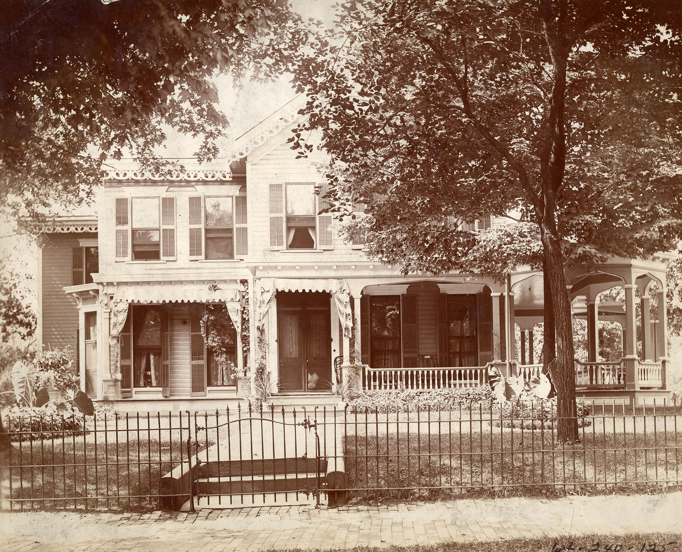 this home on market avenue in canton ohio was the site of william mckinley 39 s famous front porch. Black Bedroom Furniture Sets. Home Design Ideas