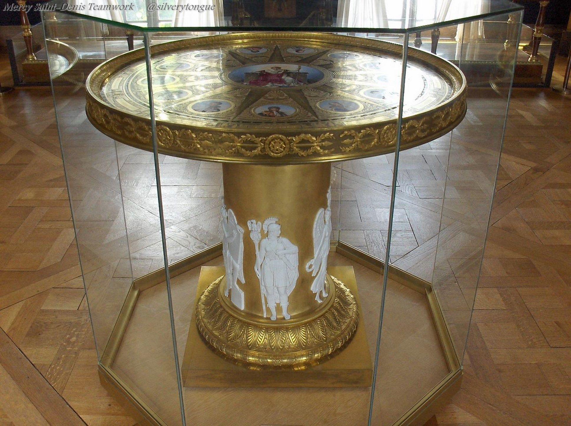 De la manufacture de s vres comme la table des mar chaux visible au ch teau de la malmaison - Table des marechaux fontainebleau ...