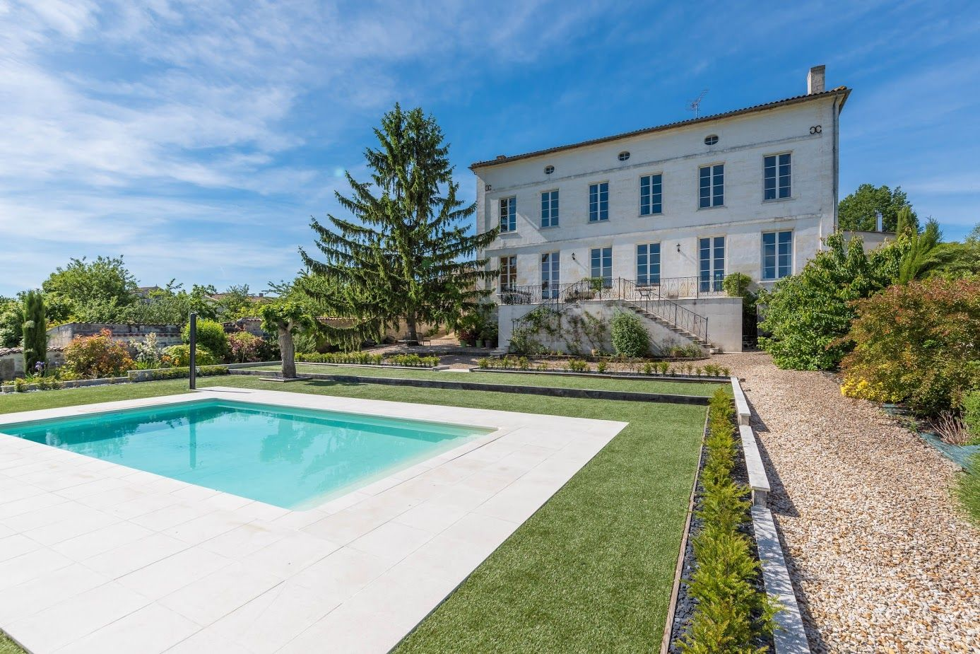 Delightful Le Grand Logis, Bordeaux, Aquitaine, South West France. A Rare Holiday  Rental