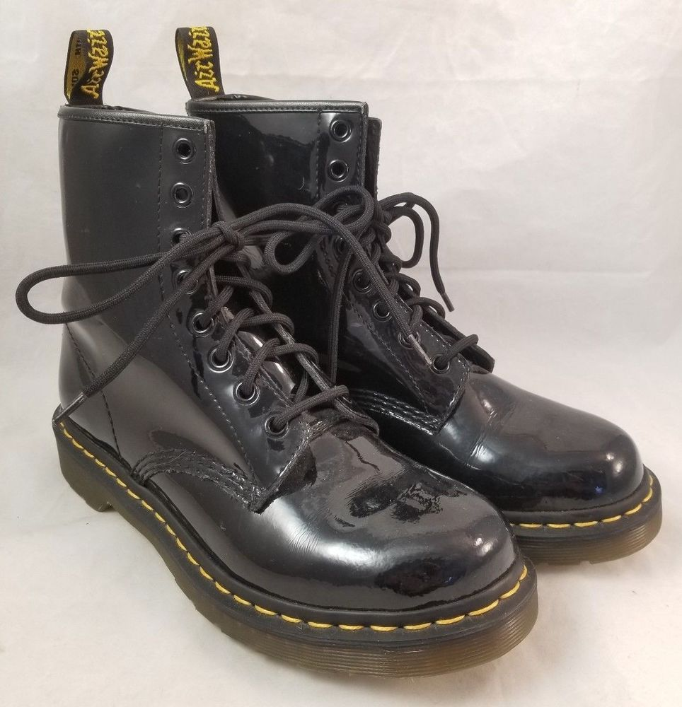 Dr. Martens Womens 1460W Originals Eight Eye Lace Up Boot