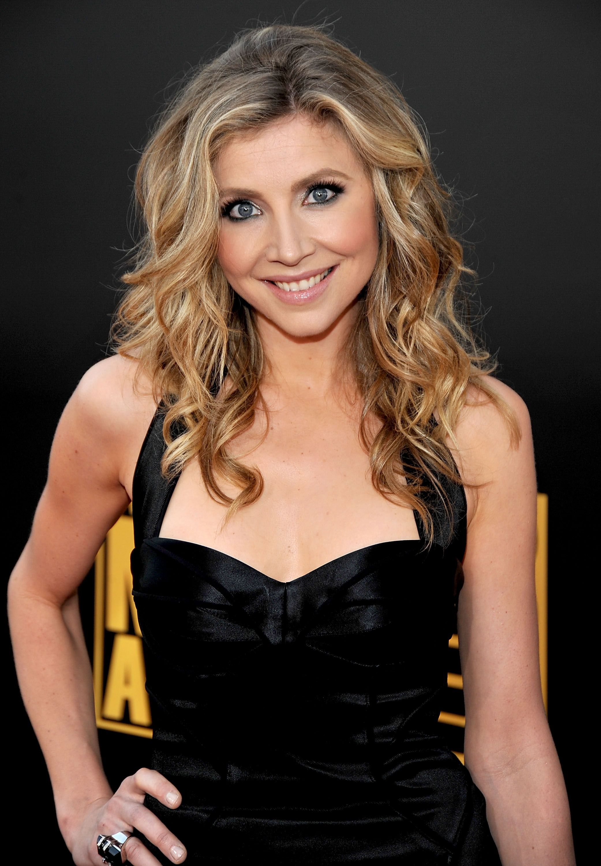 Lisa ann before plastic surgery short hairstyle 2013 - Sarah Chalke Plastic Surgery Gives Her Face Looks All The More New Shinier And Tighter Simply With A Slight Make Up Touch Not Just Botox Infusion Most