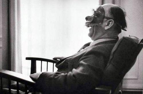 1965. Eugène Ionesco avec sa collection de masques, Paris (bld du Montparnasse) -par Jean Mounicq