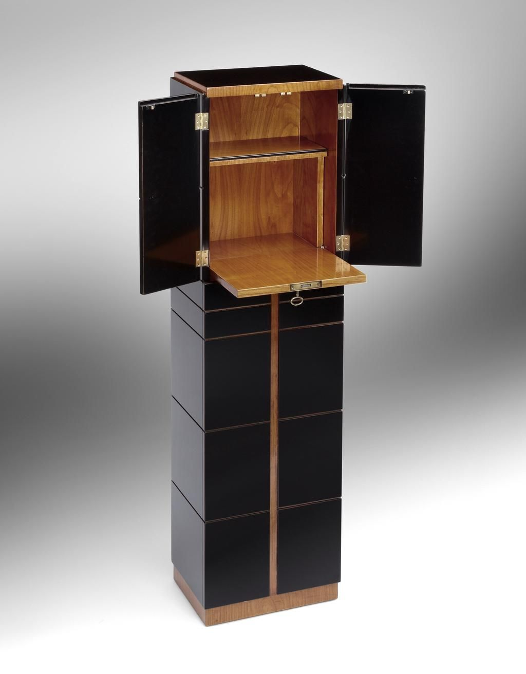 desaive design on miazzo antiquit ten von morgen pinterest barschr nke lackieren und bar. Black Bedroom Furniture Sets. Home Design Ideas