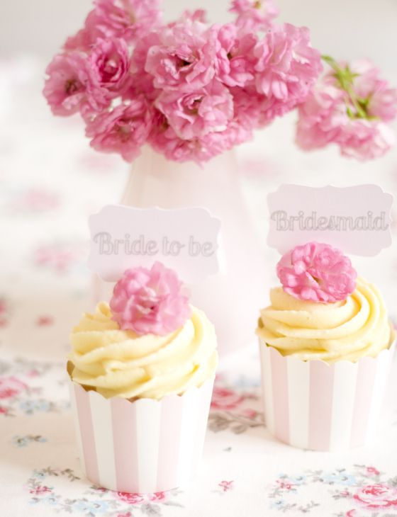 pretty vanilla cupcakes with white chocolate cream by petite homemade